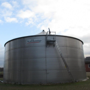 Stallkamp corrugated steel tank with cap